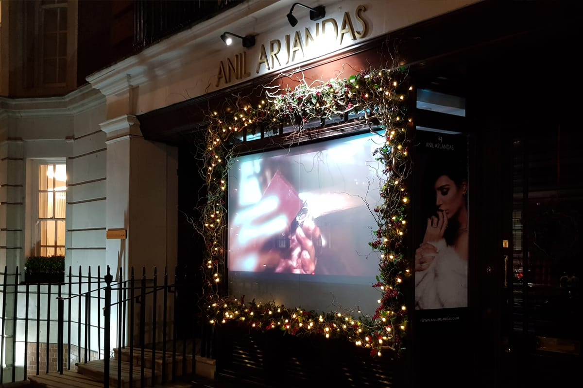 Digital_Signage_Retail_Displays_Rear_Projection_Projection_Screens_and_Solutions_-_Switchable_Film_-_Anil_Arjandas_Jewellers_4.jpg